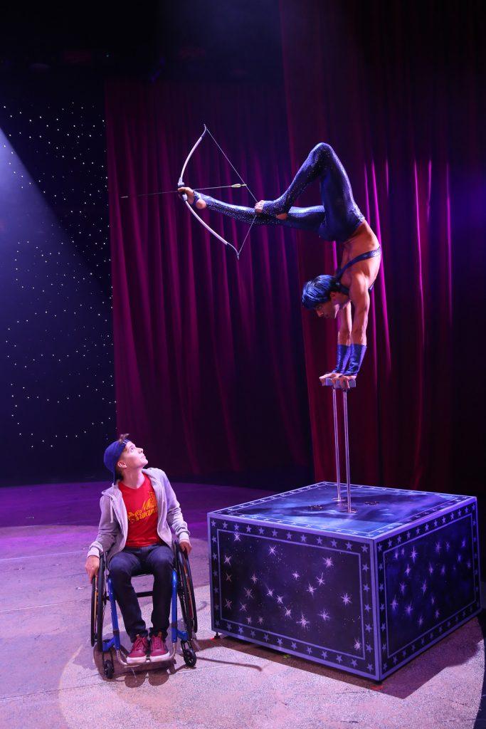 Benjamin Maytraud (TimÈo) et Tiago Eusebio (Alexio, contorsionniste)