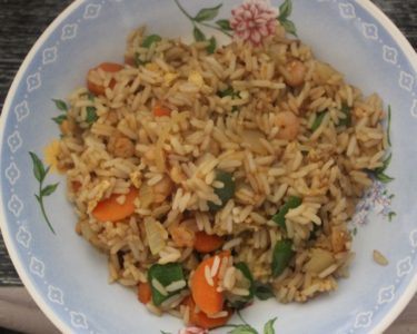 riz frit aux légumes et aux crevettes façon Khao Pad Kai